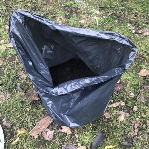 12 - Kompostierte Erde im Abfallsack