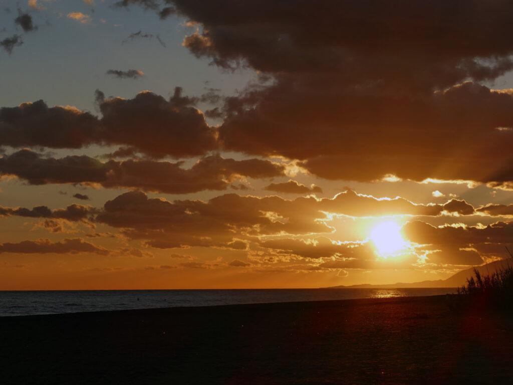 Sonnenuntergang am Strand Almayate
