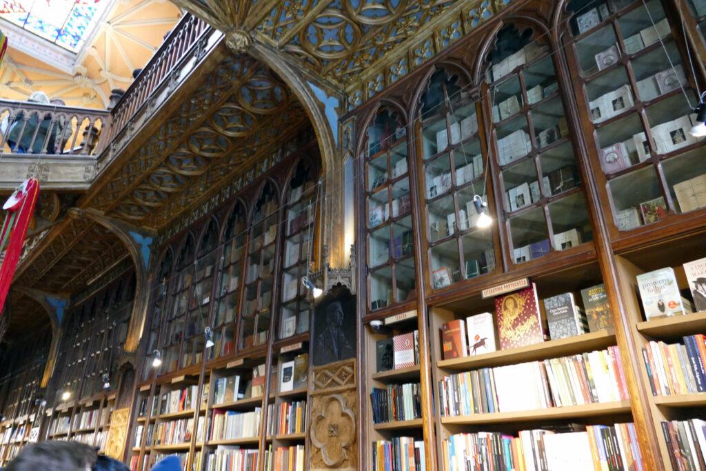 Livraria Lello Antiquarische Bücher
