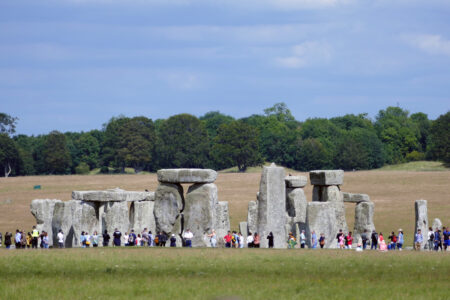 Touristen am Stonehenge